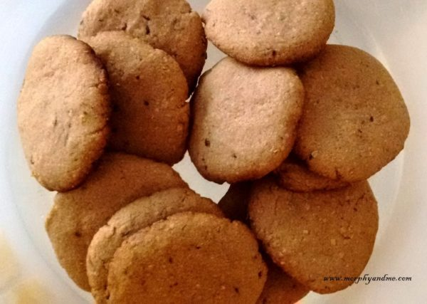 Healthy Oats flax-seed cookies to snack on during those mid meal hunger pangs. These crunchy nutty cookies are wholesome and totally yum.