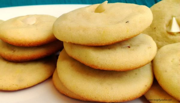 3 ingredient almond butter cookies- buttery, melt in the mouth cookies made with flour, butter and almond milk powder.